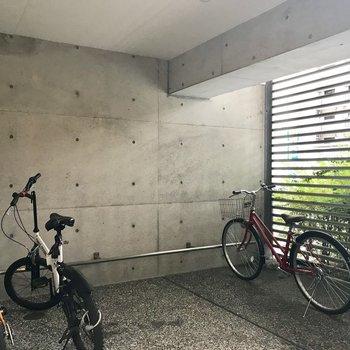 駐輪場は屋根あり!