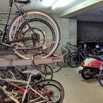 1階に駐輪スペースありました。