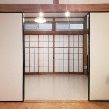 【洋室①】扉を開ければLDKに。