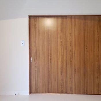 【洋室③】収納家具を置くと便利。