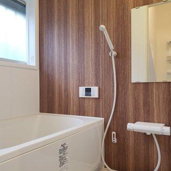 お風呂は落ち着いた空間。