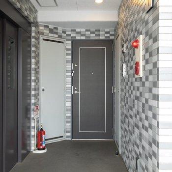 エレベーターのスグ隣にあるお部屋です!
