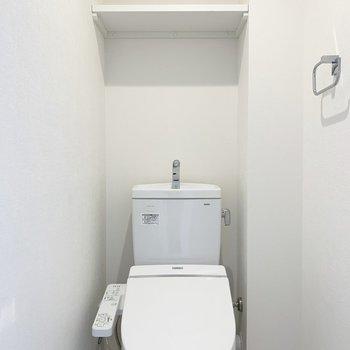トイレは個室でウォシュレット付きです
