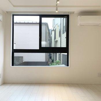 【DK】ベランダこそ無いけど、大きな窓で風も通りやすいですよ