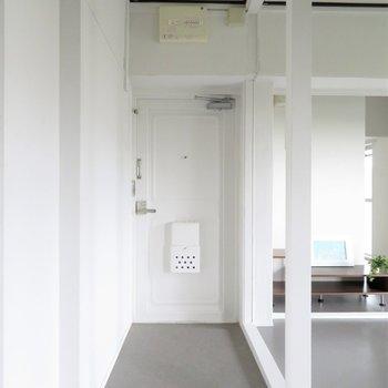 玄関は開放的。奥のお部屋にも玄関はあります