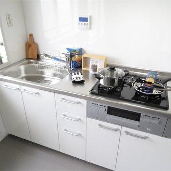 近い動線から。キッチンはシステムキッチンです