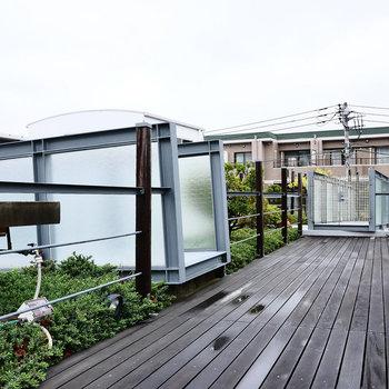 うお、屋上に共用の庭園!
