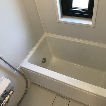 浴槽も広い!深い※写真は4階の同間取り別部屋のものです