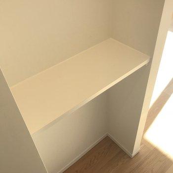 廊下にはこんな飾り棚も※写真は4階の同間取り別部屋のものです