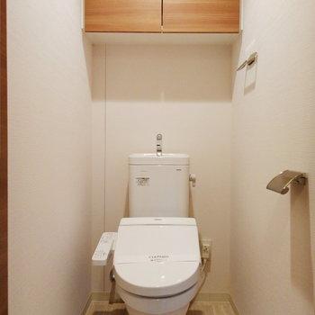 トイレは玄関横に独立。導線が良いのです。