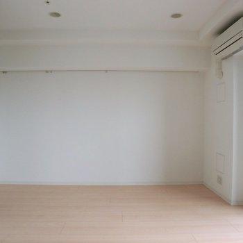 逆アングル ※写真は10階の同間取り別部屋のものです