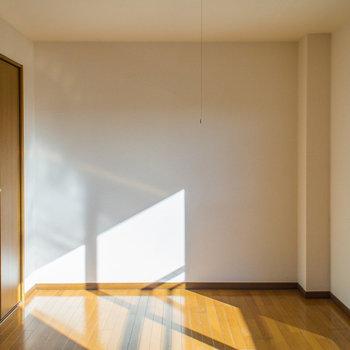 太陽の光がたくさん入ります(※写真は2階の同間取り別部屋のものです)