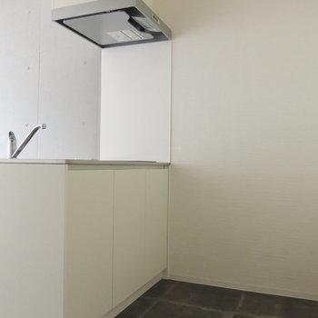 キッチンの後ろはスペースゆったりと
