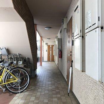自転車は階段下に置かれていました!