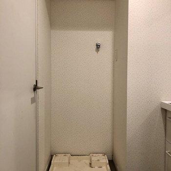 洗濯機も脱衣所に(※写真は清掃前のものです)