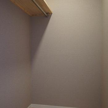なんとウォークインクローゼットが!!!嬉しい。※※写真は1階の似た間取り、別部屋の写真です。