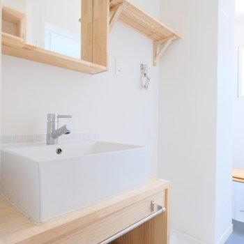 洗面台ナチュラルな造作洗面※写真は1階の似た間取り、別部屋の写真です