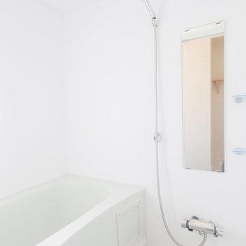 お風呂も綺麗です!※写真は1階の似た間取り、別部屋の写真です