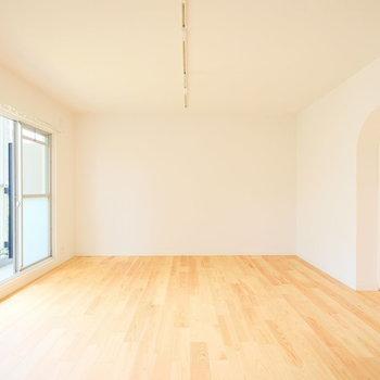 リビングひろーい!※写真は1階の似た間取り、別部屋の写真です