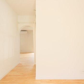 ベットがキュキュッとフィットします!※写真は1階の似た間取り、別部屋の写真です