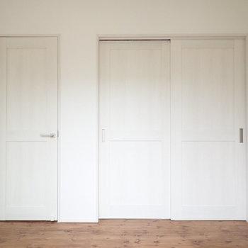 【洋室:東】白の統一感があります。