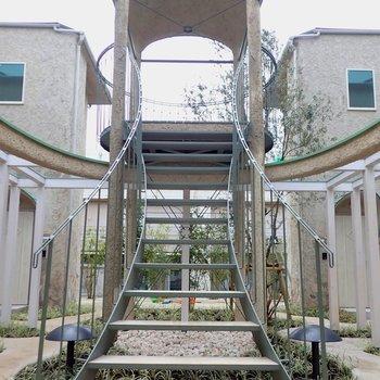 天空テラスは中庭を一望できます。