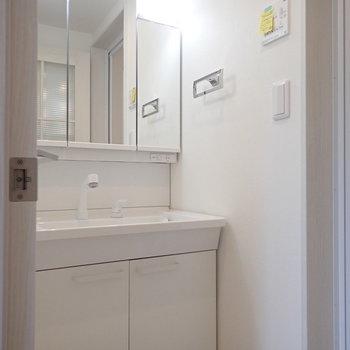 【2F】こちらは脱衣所兼洗面室。