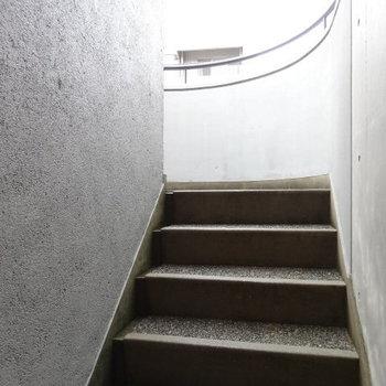 4階からは階段です!
