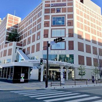 六本松駅。大型書店や科学館、飲食店いろいろあって楽しい!