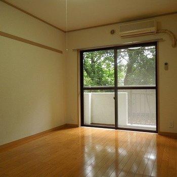【洋室6.3帖】寝室の様子※写真は1階の同間取り別部屋のものです