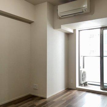 この角にテレビを置いて。※写真は7階の同間取り別部屋のものです
