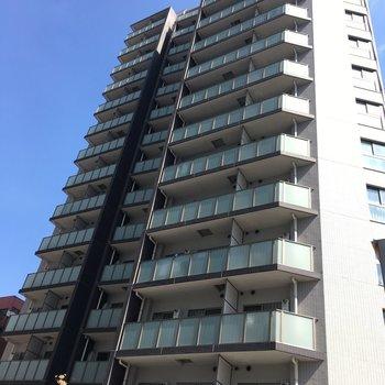 すらっと高いマンションです。
