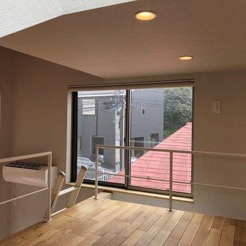 ロフト横にも窓があります。
