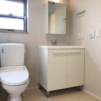 トイレと洗面台は隣り合っていますが、脱衣スペースとしてはゆったりめでした。