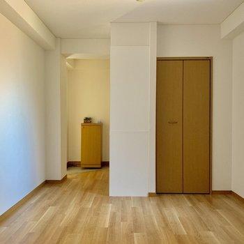 シンプルだけどなんか落ち着く◎※写真は1階の同間取り別部屋のものです