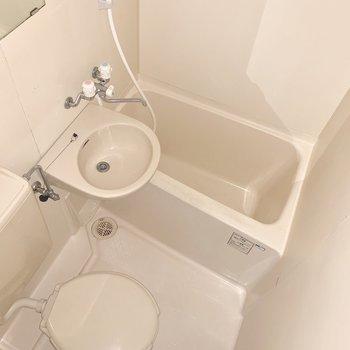 3点ユニットも清潔感があれば◎※写真は1階の同間取り別部屋のものです