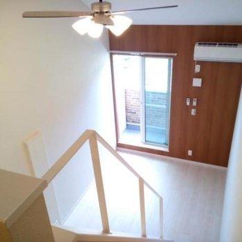 シーリングファンがいい感じだ!※写真は2階の同間取り別部屋のものです