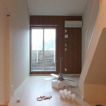 これだけ天高あると気持ち良いですね!※写真は2階の同間取り別部屋のものです