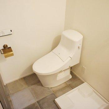 トイレもシャープ※写真は3階同間取り別部屋のものです