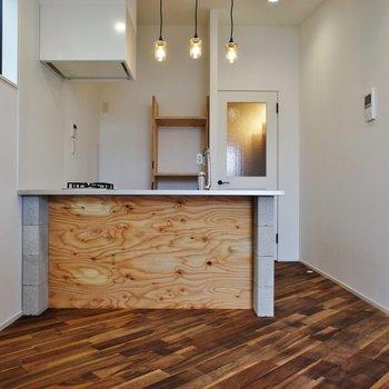 キッチンは対面式で圧迫感も感じない!※写真は3階同間取り別部屋のものです