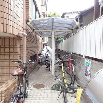 駐輪場も屋根付き。