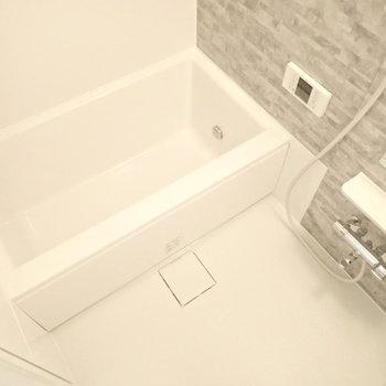 お風呂は追い焚き機能付き。