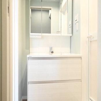 洗面室兼脱衣所です。