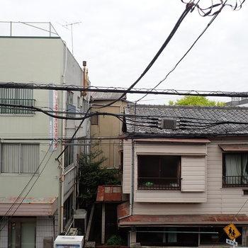 【ベランダ】眺望は向かいの住宅。