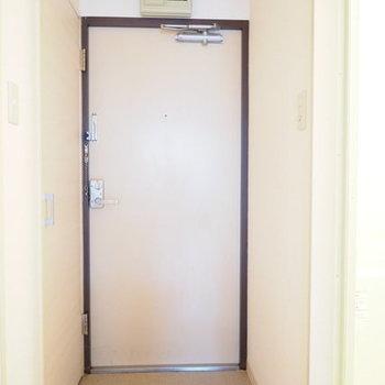 玄関はこちら※写真は別部屋のものです