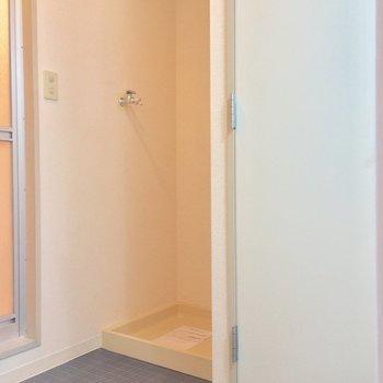 洗濯機置場も脱衣所にあるよん※写真は11階の同間取り別部屋のものです