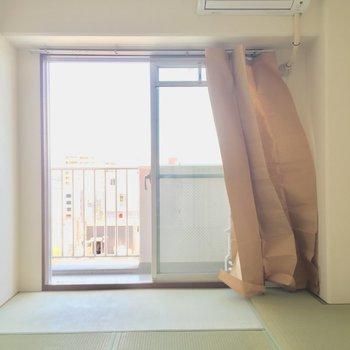 お隣の和室!!!※写真は11階の同間取り別部屋のものです