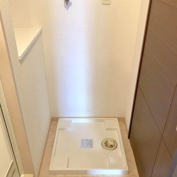 脱衣所に洗濯機置けます◎※写真は2階の同間取り別部屋のものです
