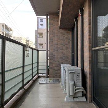 部屋干しは雨の日だけでいいね※写真は2階の同間取り別部屋のものです