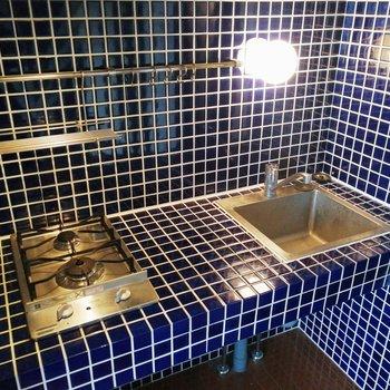 調理スペースに加え、フックなどもあって便利!